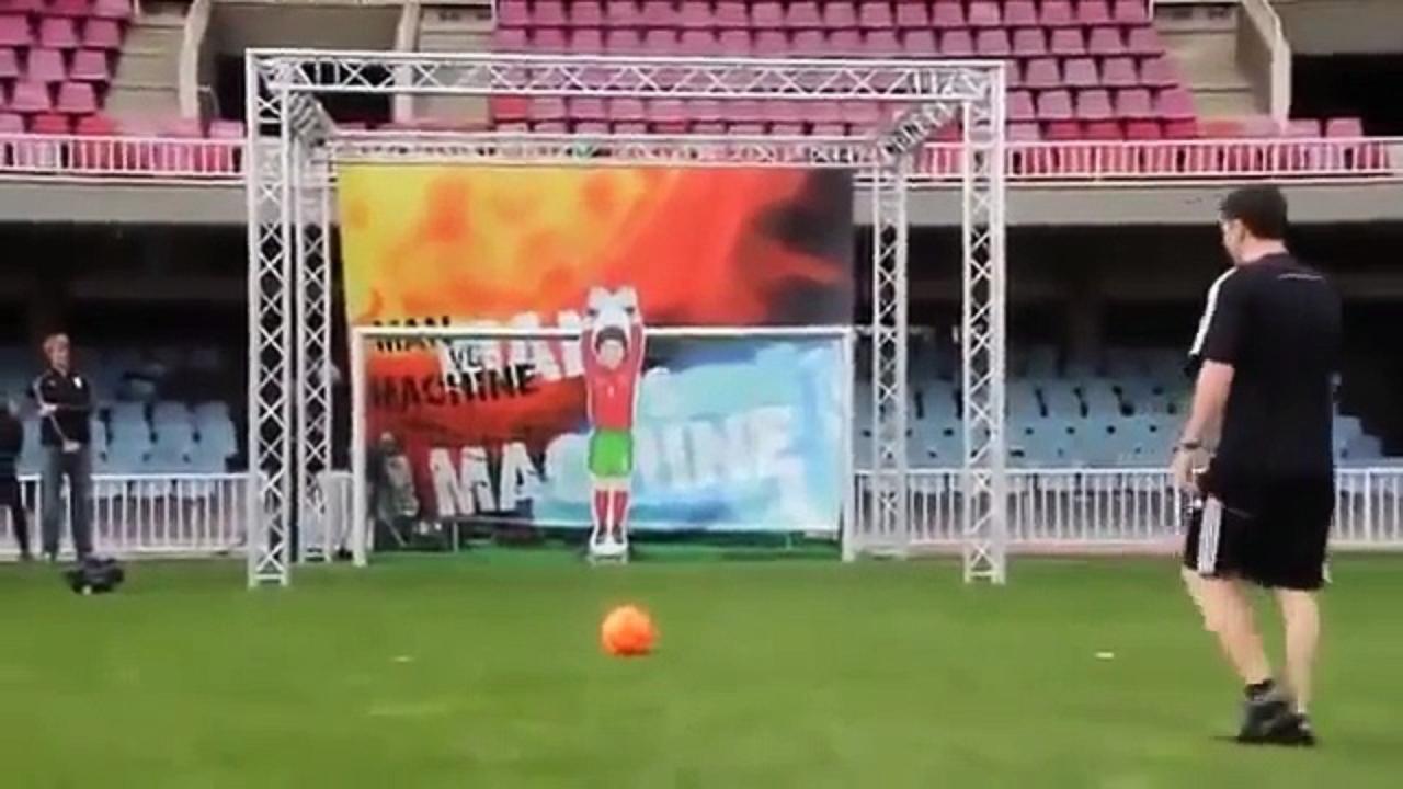 Kehebatan Messi melempem di hadapan kiper ini, 3 penaltinya ditepis!