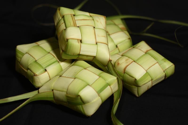 Hasil gambar untuk kerajinan daun kelapa
