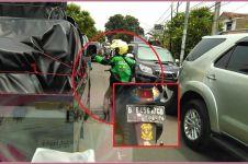 Mulianya abang Gojek ini, rela bantu mobil jenazah lewati kemacetan