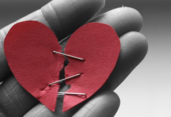 Diputus pacar lewat WhatsApp, Mega galau menjadi jomblo di Valentine