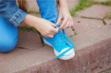 13 Cara mengikat tali sepatu antimainstream, coba deh!