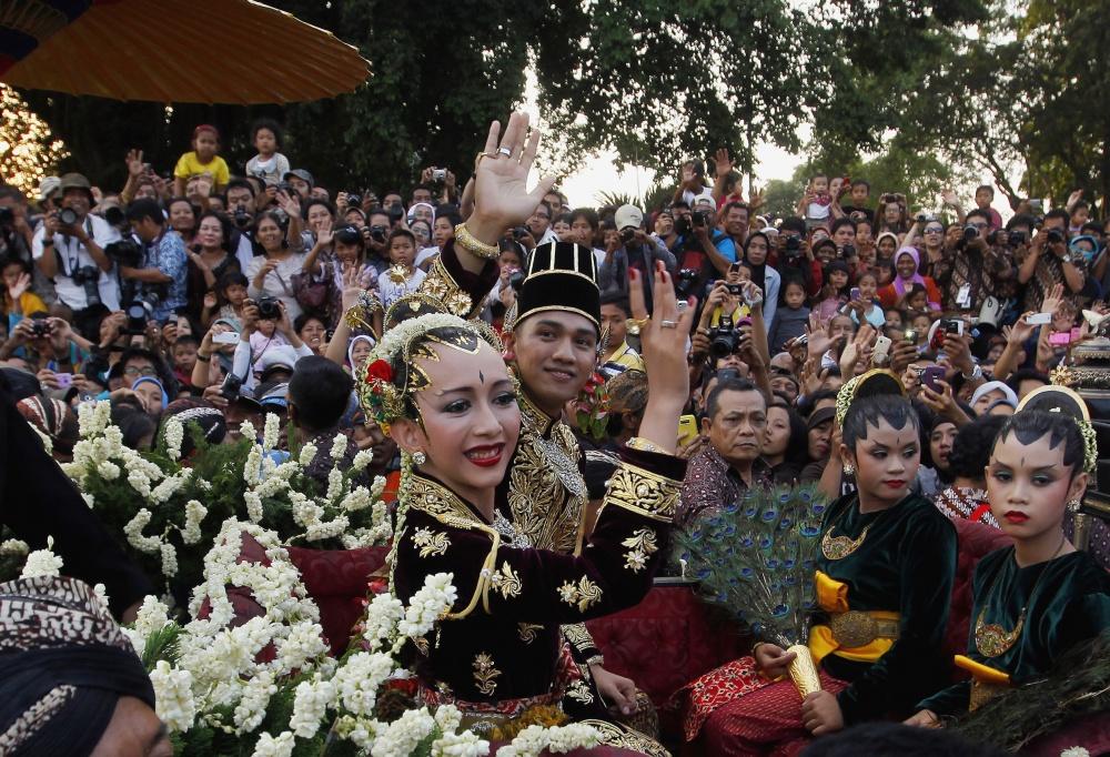 20 Gaun pengantin sejagat ini unik & keren, bikin ingin cepat nikah!