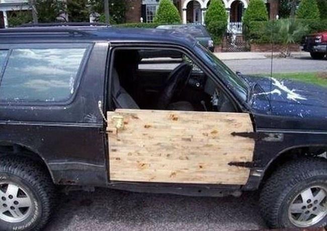 34 Foto reparasi mobil 'low budget' ini bikin ketawa ngakak, gokil!