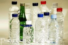 10 Alasan kamu perlu berpikir 2 kali sebelum minum air kemasan