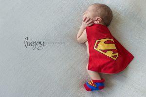 Lucunya 21 foto bayi bareng superhero idola, bikin gemas!