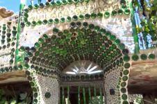 Surprise! 18 Bangunan mengagumkan ini terbuat dari limbah botol
