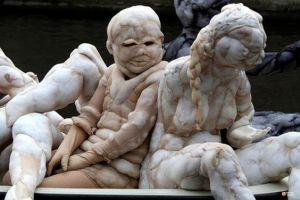 11 Patung manusia ini ternyata terbuat dari stocking, unik!