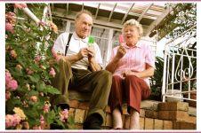 Foto-foto romantis kakek dan nenek ini bikin iri, awas baper!