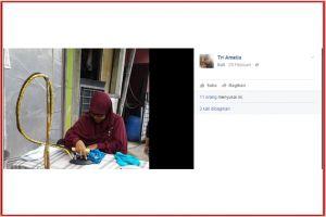 Ibu berhijab yang buka jasa setrika keliling ini menginspirasi netizen