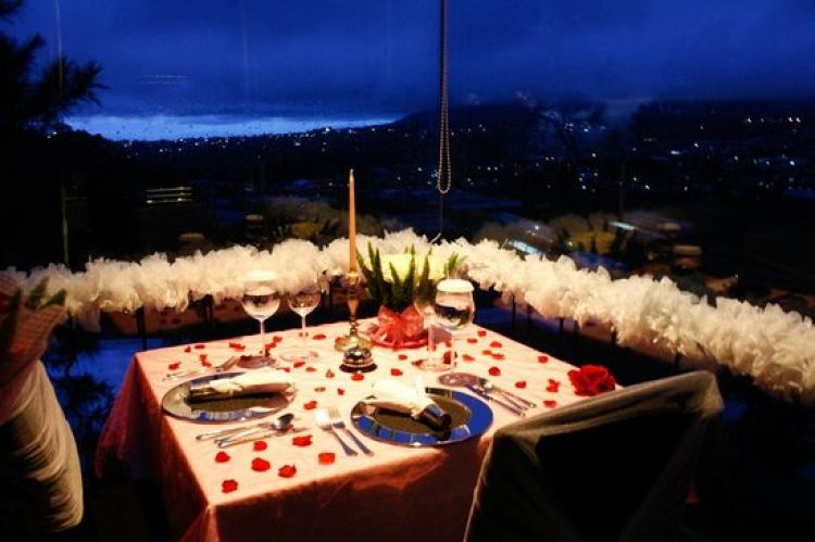 Hasil gambar untuk foto dinner romantis