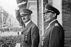 Ternyata alat kelamin Hitler berukuran mini