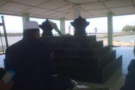 Makam ajaib KH Abdullah Mudzakkir, 'terapung' di laut