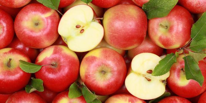 Trik simpel memotong apel ini bikin nyemil sehatmu makin asyik