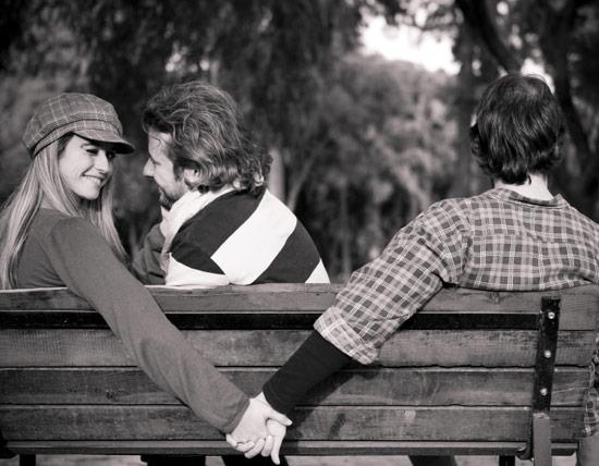 Akibat kekasih posesif, Ayu selingkuh dengan pria beristri