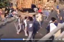 Video anak SMA tawuran bawa pedang, kebangetan & jangan ditiru!