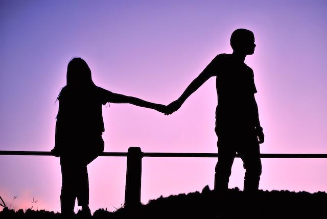 Nekat jalin hubungan gelap dengan sepupu, kini Tari ditinggal menikah