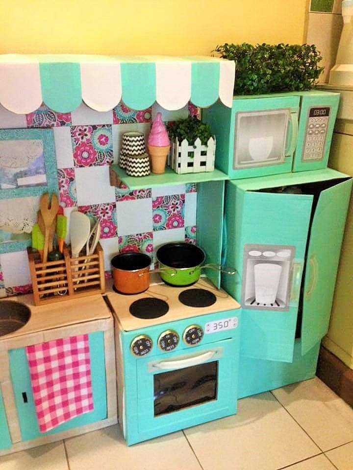 Ibu ini sulap kardus bekas jadi dapur mini yang cantik, kreatif!