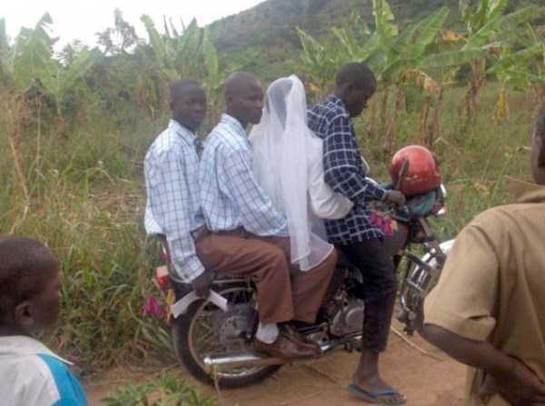 25 Foto konyol dan kocak ini cuma bisa kamu temui di Afrika