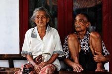 Sabarnya nenek ini, meski puluhan tahun mendapat perlakuan buruk