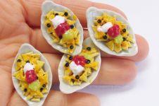 12 Aksesoris berbentuk makanan ini bisa bikin dietmu gagal total, aw!