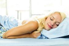 8 Cara praktis turunkan berat badan saat tidur, memangnya bisa ya?