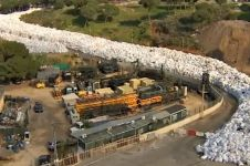 Jutaan ton sampah yang mengular di sungai ini gemparkan dunia, ngeri!