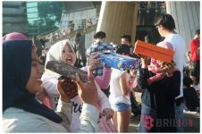 Segelintir warga Jakarta nonton gerhana pakai teleskop kardus, kreatif