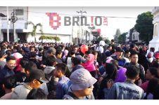 Mengintip ribuan warga nonton gerhana matahari dari Tugu Jogja