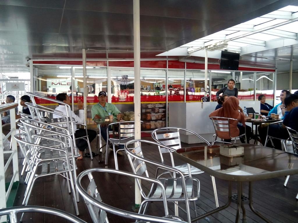 Bisnis retail menggurita hingga ke atas kapal laut, wow!
