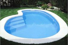 16 Desain kolam renang mungil untuk halaman belakang rumahmu