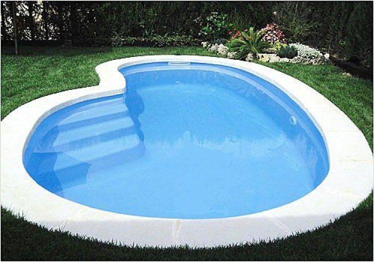 & 16 Desain kolam renang mungil untuk halaman belakang rumahmu