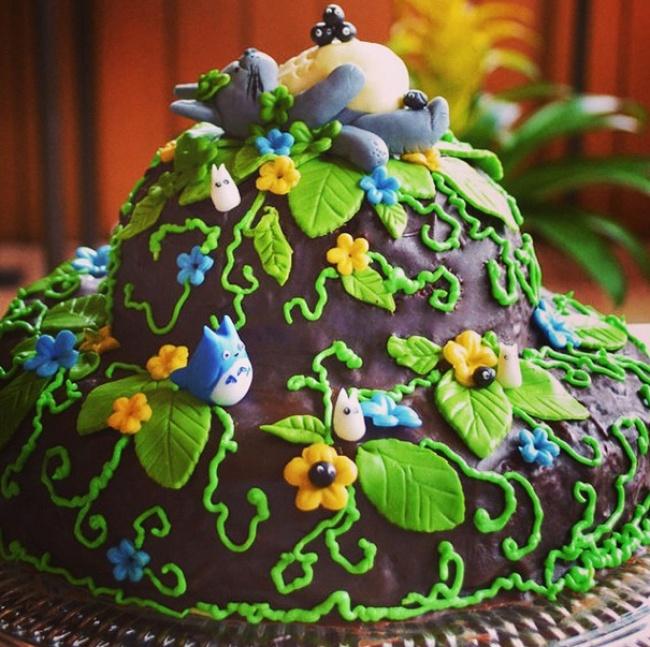 10 Foto kue Totoro ini bikin gemas tak tega memakannya