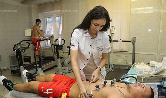 Deretan fisioterapis cantik, bikin pesepak bola gagal fokus, aw!