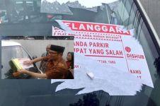 Parkir sembarangan di Bandung, siap-siap susah buang stikernya, kapok!