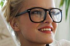 7 Kesalahan makeup bagi pengguna kacamata, ladies wajib tahu!