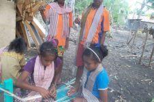 Kisah anak-anak di NTB, menggapai beasiswa dengan jadi penenun cilik