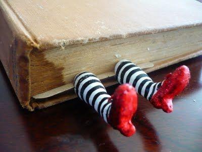 20 Pembatas buku unik ini terbuat dari barang bekas, suka deh!
