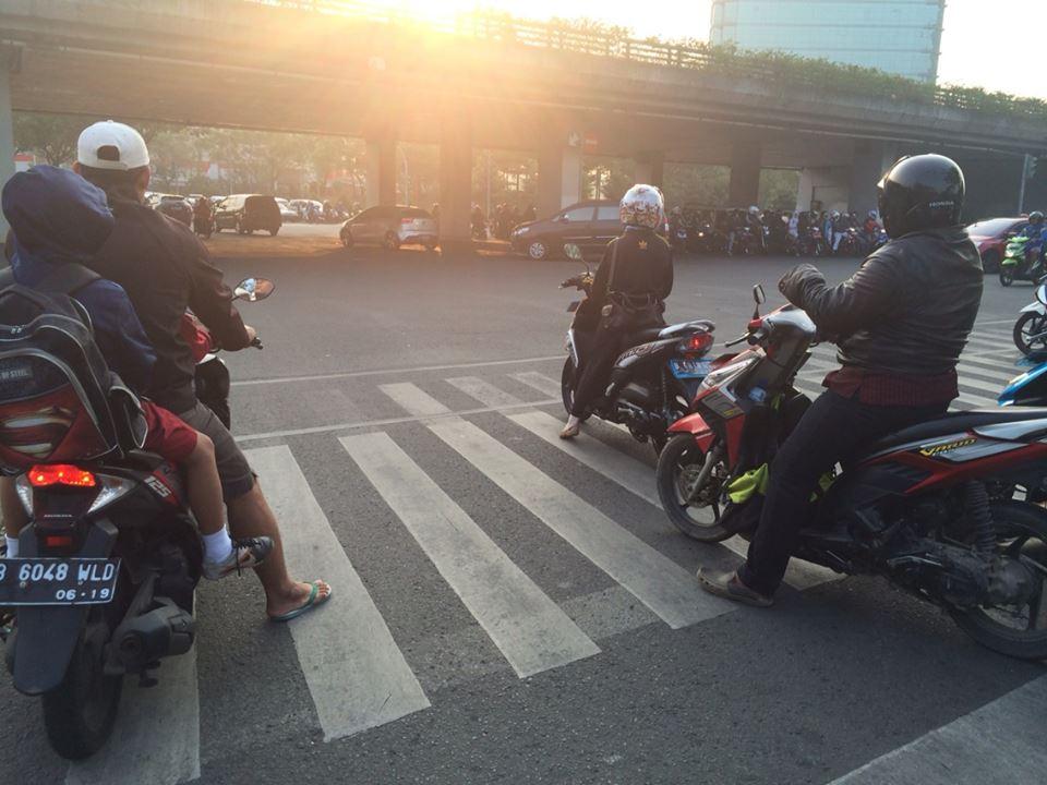 11 Kelakuan ngawur orang Indonesia bikin ngelus dada, duh, duh!
