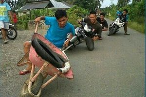 Meme kocak bikinan artis top Indonesia ini bikin harimu ceria