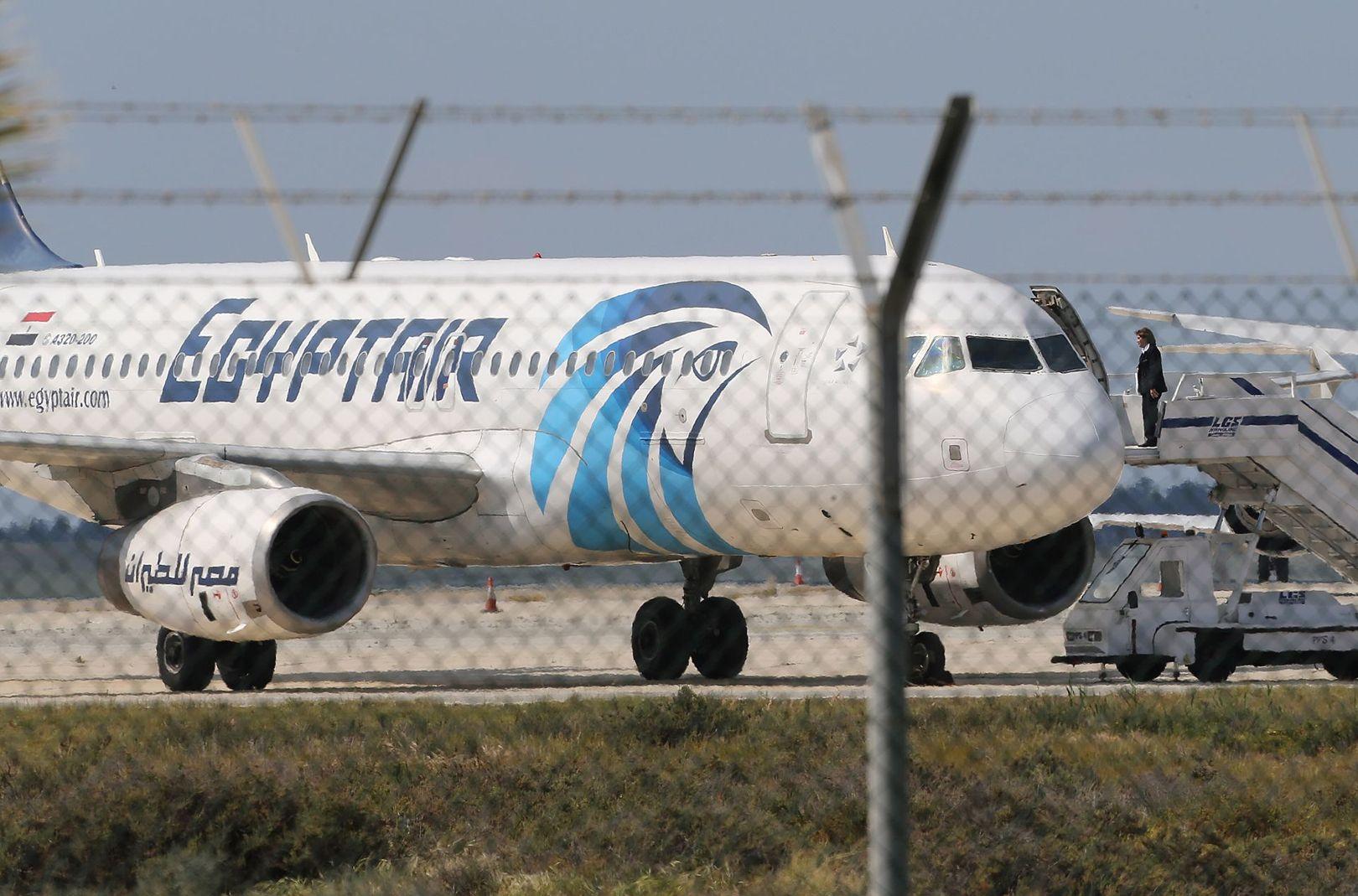 Seorang pria bajak pesawat Egypt Air demi kirim surat ke mantan istri