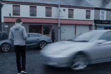 Baru 2 detik saja main HP sambil berkendara risikonya mengerikan!