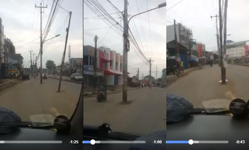 Jangan kaget! Tiang listrik ini tegak berdiri di tengah jalan raya