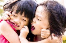 10 Video lucu bocah cilik bertengkar, bikin kamu ingat masa kecil ya!