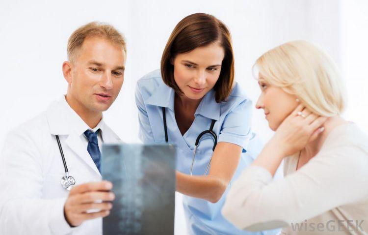 10 Istilah rahasia yang dipakai berbincang para dokter, apa ya?