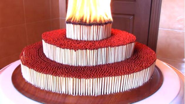 Kue ulang tahun ini ternyata dibuat dari 70 ribu korek api, kreatif!