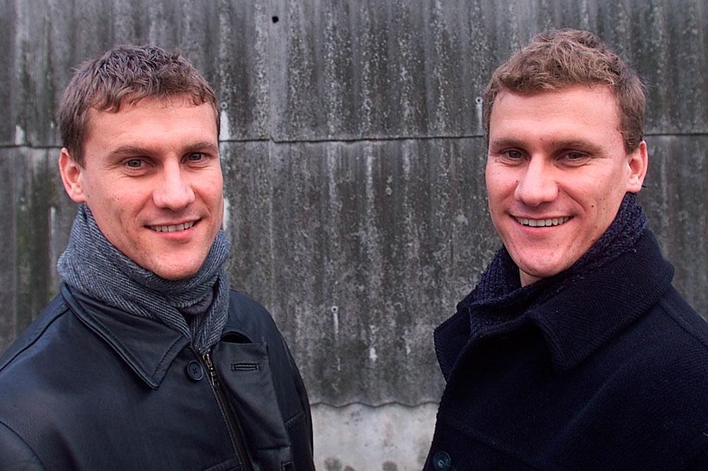 32 Pesepakbola ini pasangan kembar identik, bingungkan wasit & lawan!