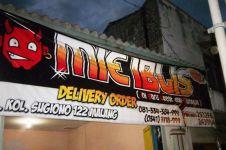 Kalau tempat makan pakai nama 10 kata ini, dijamin menunya pedas!