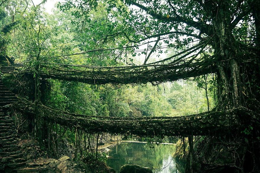 20 Jembatan paling indah ini simpan kisah mistis, bikin merinding!