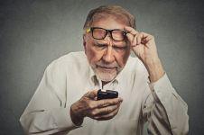 10 Alasan gadget bisa merusak mata kamu, catat cara mencegahnya ya!
