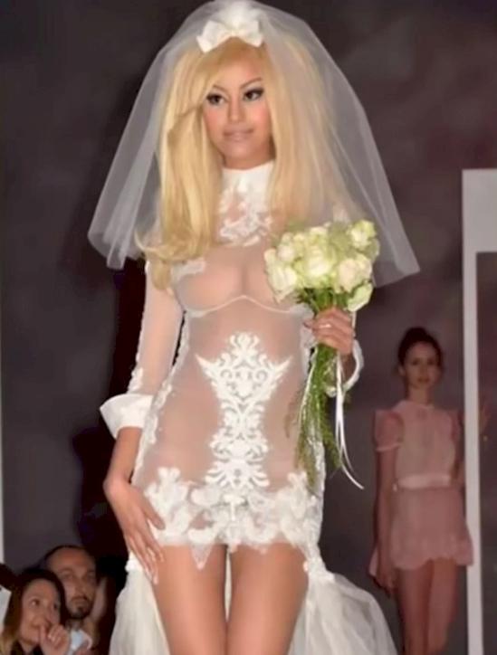 Девушки в свадебных нарядах оголили формы  63366